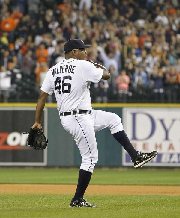 Jose Valverde #46 of the Detroit Tigers pitches