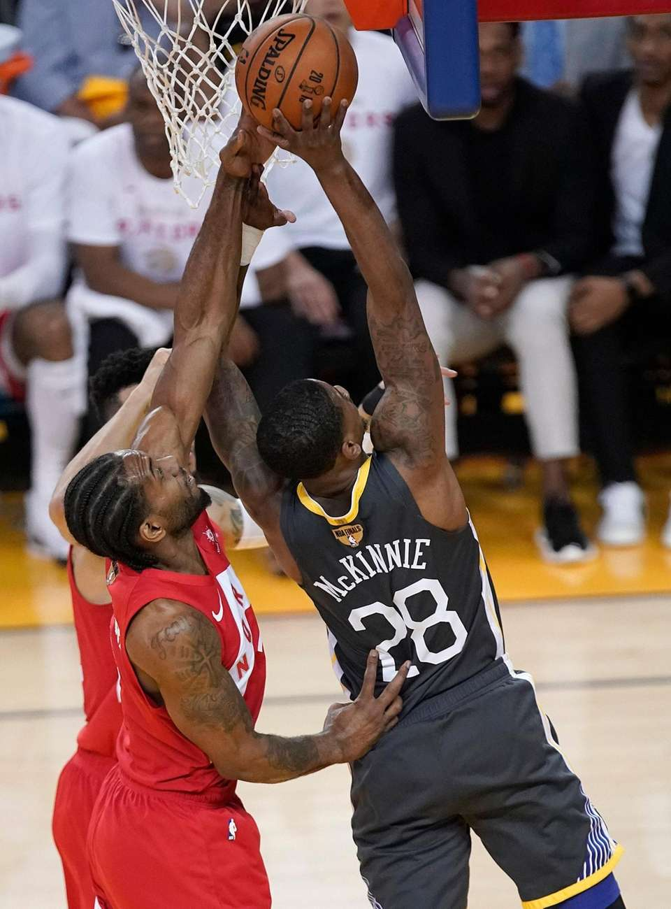 Toronto Raptors forward Kawhi Leonard, left, defends a