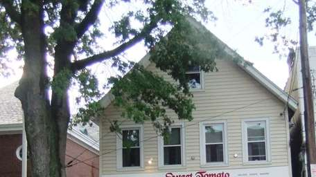 Sweet Tomato in Oyster Bay