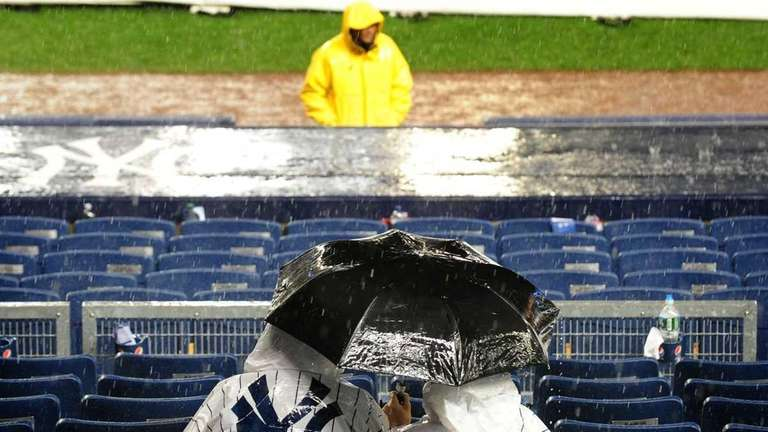 New York Yankees fans cover up as grounds