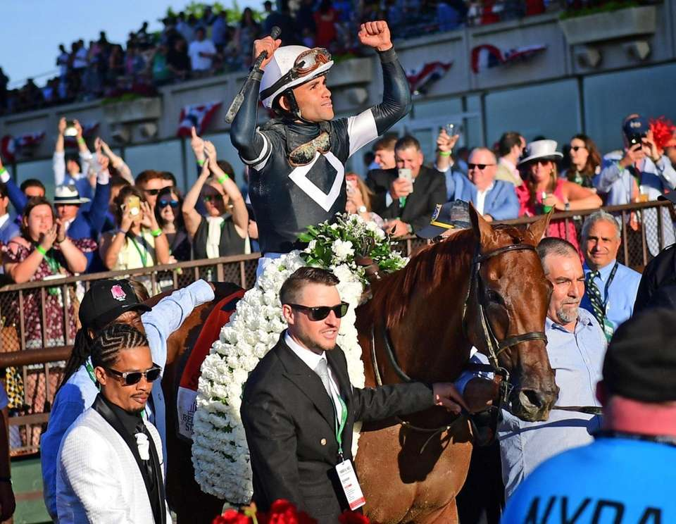 Sir Winston ridden by Jockey Joel Rosario celebrates