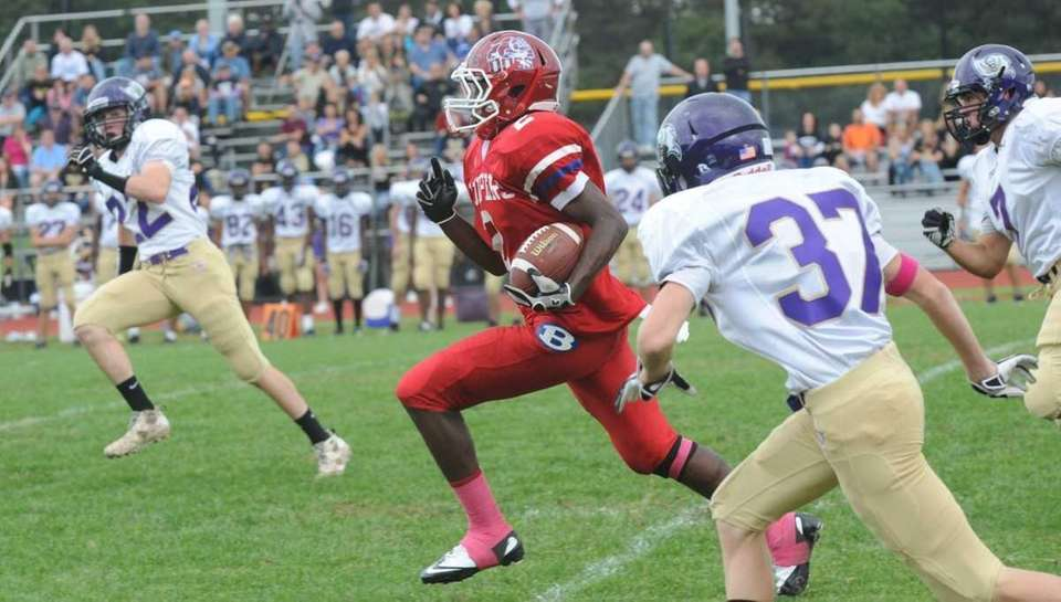 Bellport's Armand Correa running for touchdown in the