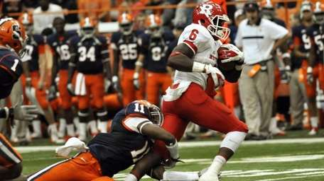 Rutgers' Mohamed Sanu breaks away from Syracuse's Marquis