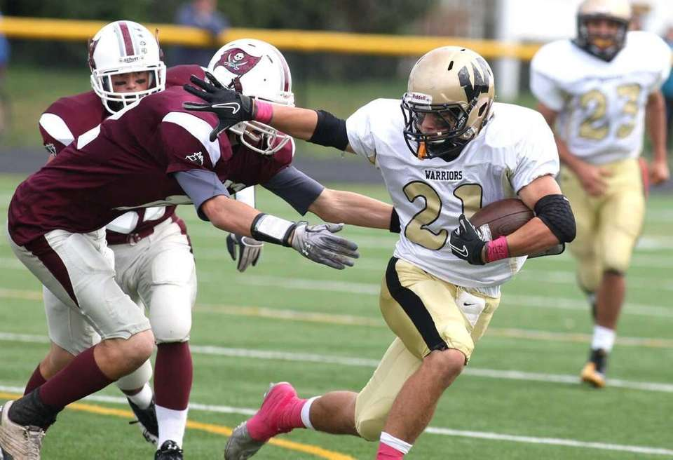 Wantagh H.S. running back Joe Giardina, no. 21,