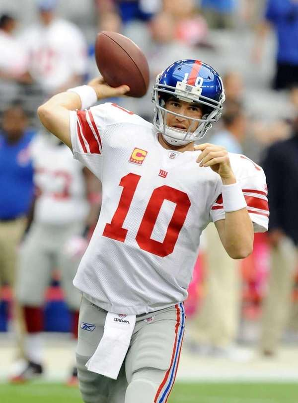 Eli Manning throws a few warmup passes prior