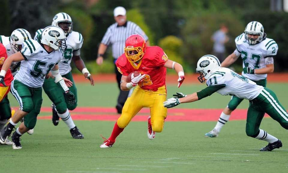 Chaminade's Daniel Fowler breaks free during Chaminade's 21-20