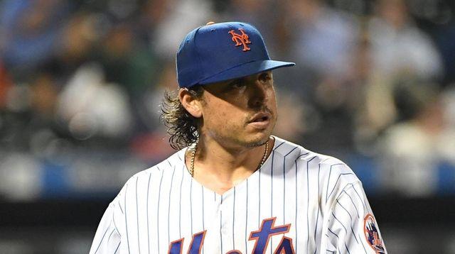Mets starting pitcher Jason Vargas walks to the