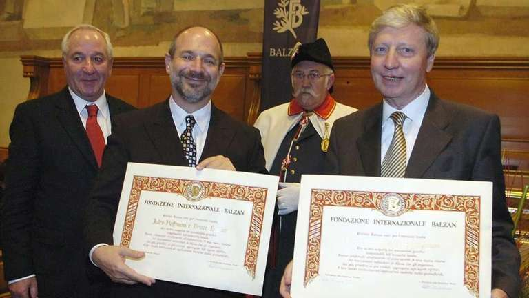 Bruce Beutler, left, and Jules Hoffmann, right, receive