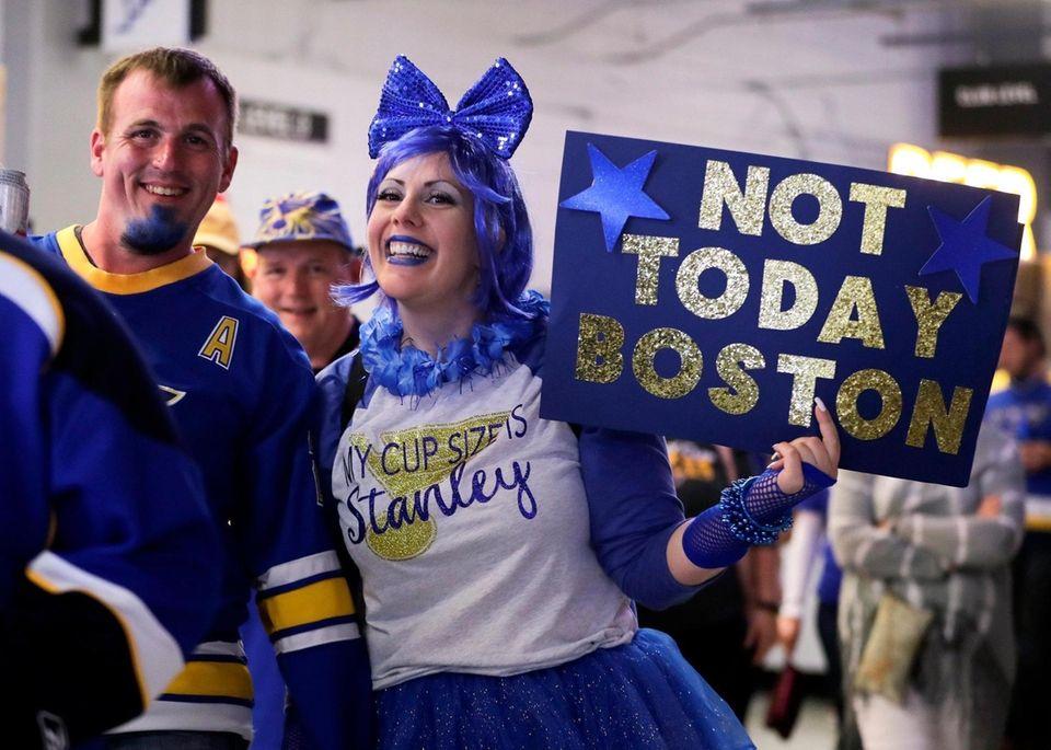 St. Louis Blues fans arrive in Enterprise Center