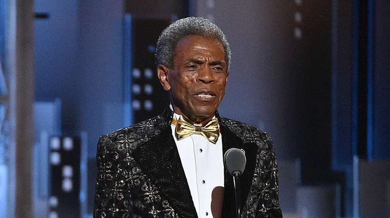 André De Shields accepts the Tony on Sunday