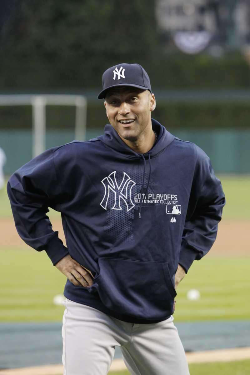 New York Yankees shortstop Derek Jeter warms up