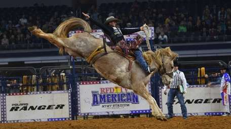 Cody Wright competes in Saddle Bronc at 2019