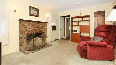This Northport bungalow, which was built in 1936,