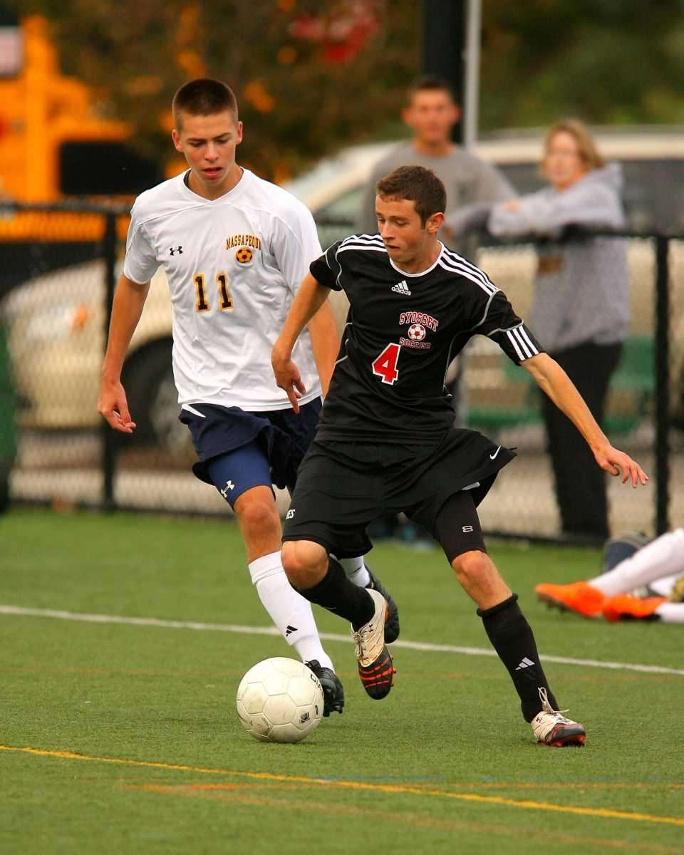 Syosset's Alan Greenberg #4 works the ball past