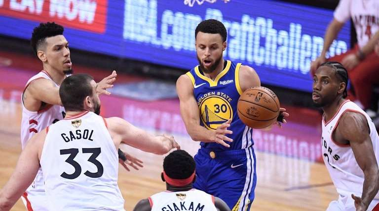 Golden State Warriors guard Stephen Curry (30) is