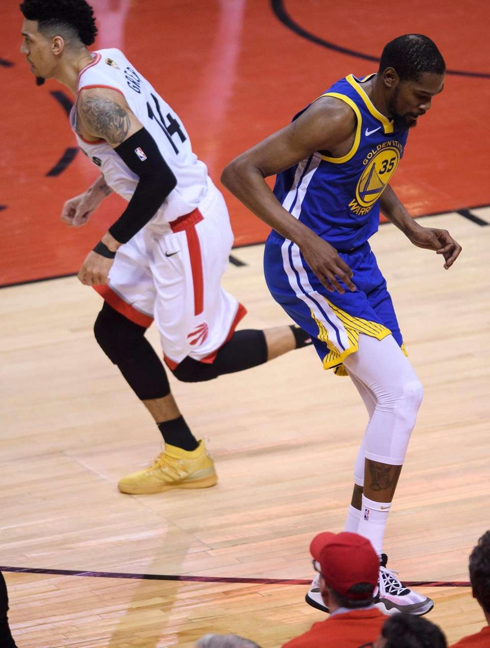 Golden State Warriors forward Kevin Durant (35) goes