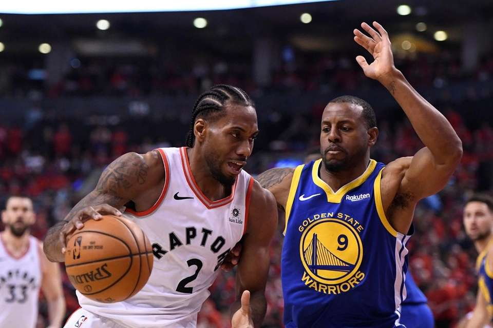 Toronto Raptors forward Kawhi Leonard (2) drives against