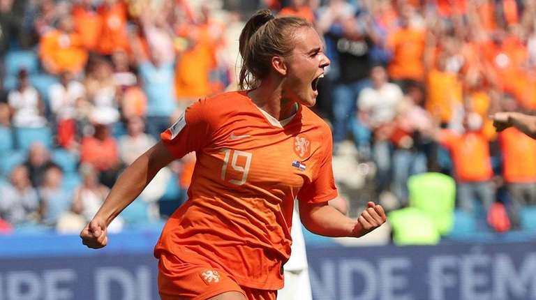 Netherlands' Jill Roord celebrates after scoring the opening