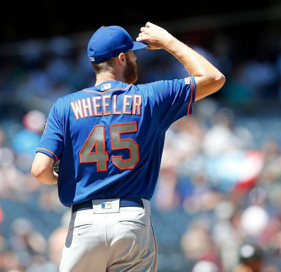 Zack Wheeler #45 of the New York Mets