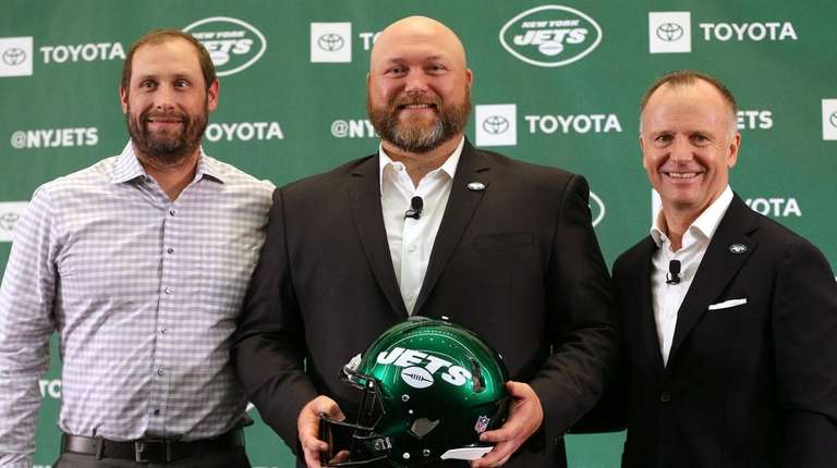 Jets new general manager Joe Douglas (center) poses