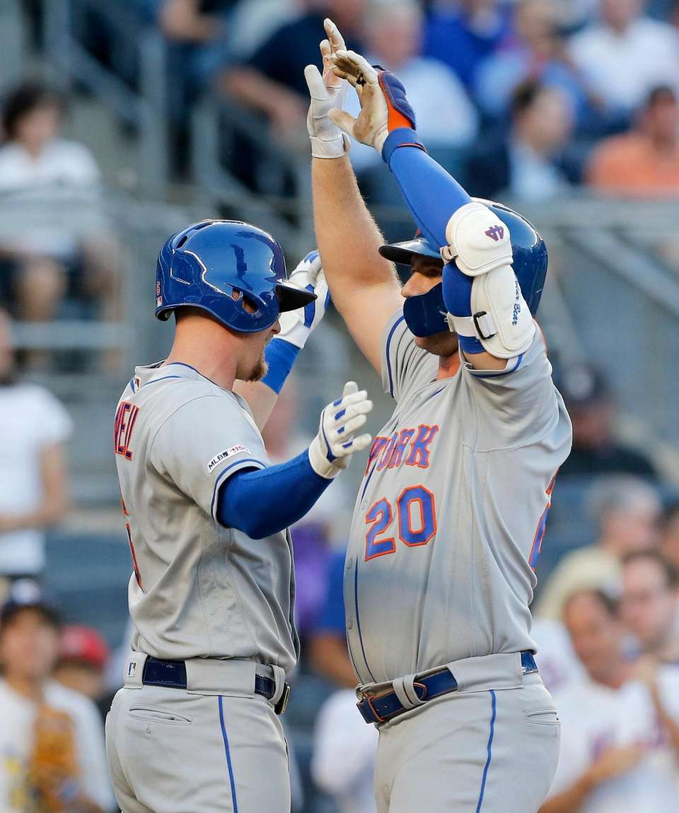 Pete Alonso of the Mets celebrates his first-inning,