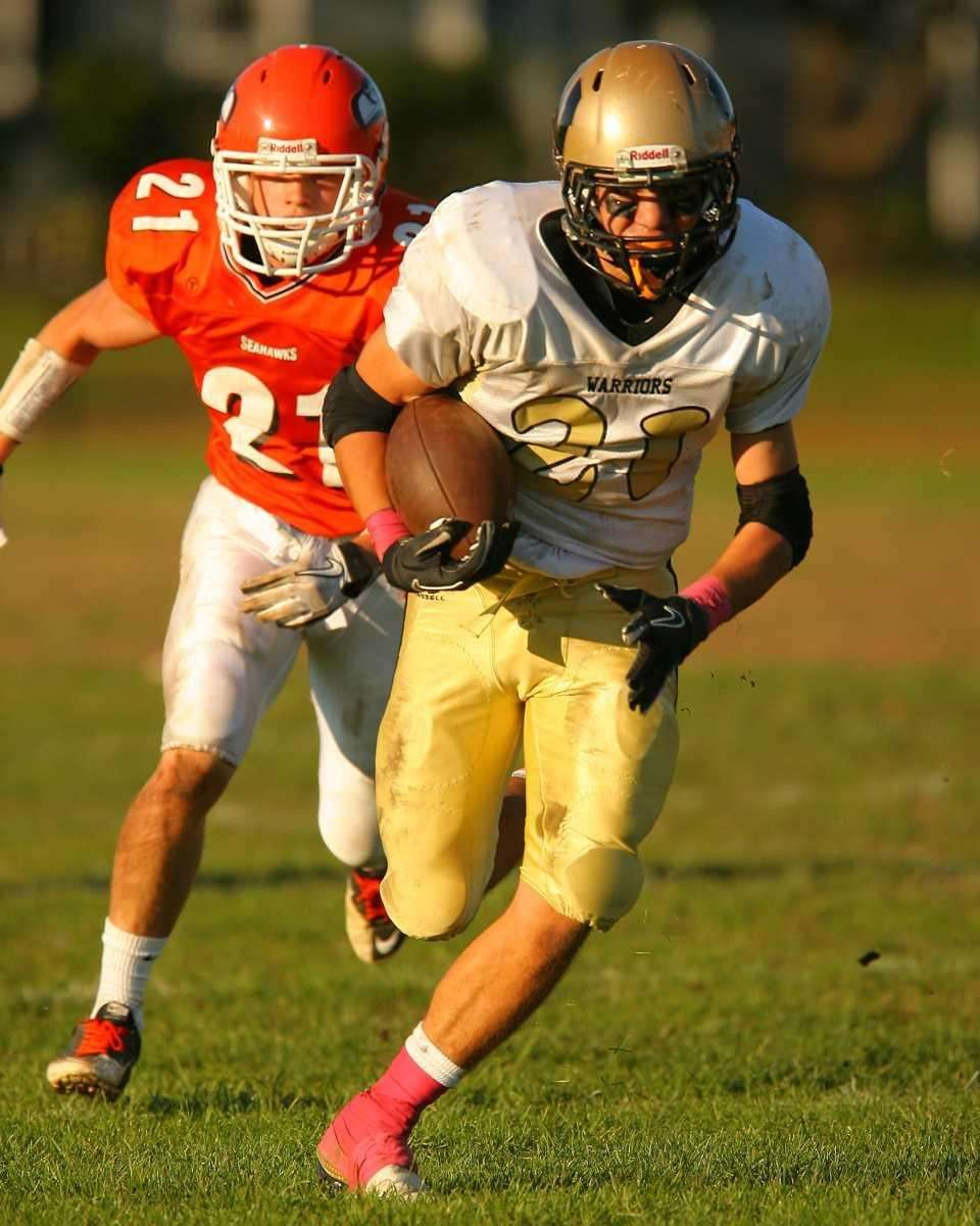 Wantagh HS's Joe Giardina #21 out runs Carey