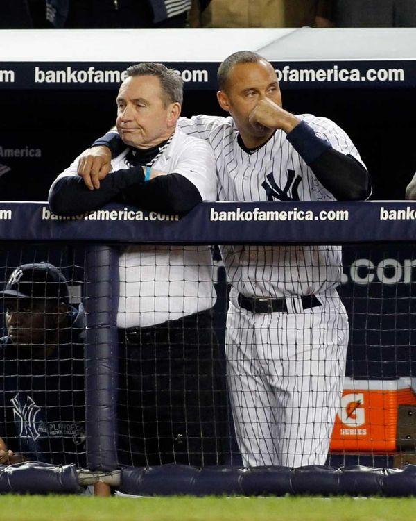 The Yankees' Derek Jeter puts his arm around