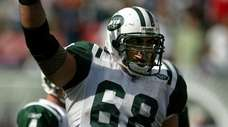 Jets center Kevin Mawae acknowledges the roar of