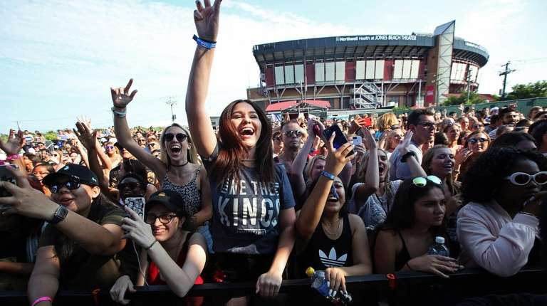 Insider tips if you're headed to a concert at Jones Beach theater