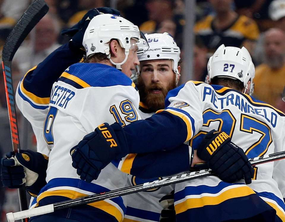 The Blues' Ryan O'Reilly, center, celebrates his goal