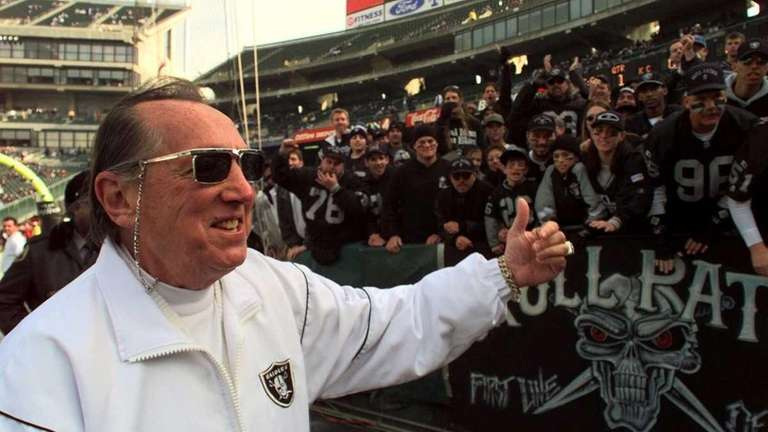 In this Dec. 26, 1998, photo, Oakland Raiders