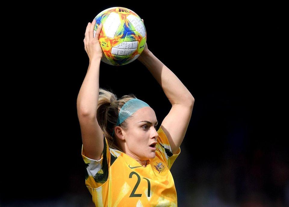 Ellie Carpenter of Australia takes a throw in