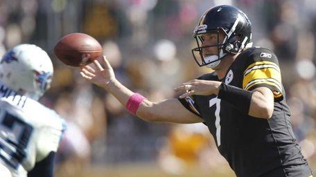 Pittsburgh Steelers quarterback Ben Roethlisberger gets a pass