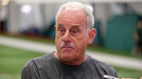 Jets outside linebackers coach Joe Vitt speaks to