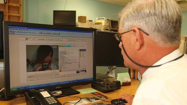 Teen sexy web cam & Webcam sex chat rooms: Nina Hartley