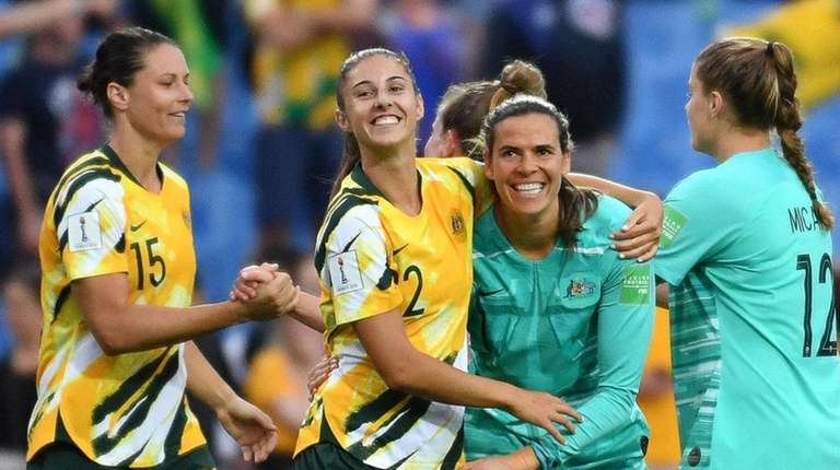 Australia's players celebrate after winning the France 2019