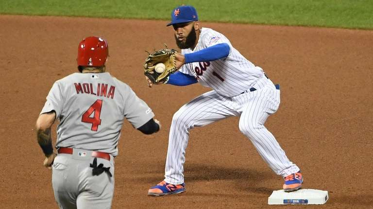 Mets shortstop Amed Rosario forces out Cardinals catcher