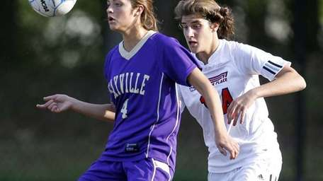 Sayville's Madison Hoon (4) controls the pass in
