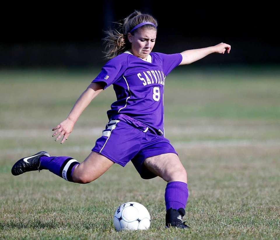 Sayville's Connie Nielsen (8) with the long pass
