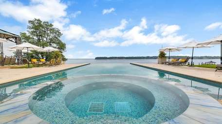 The infinity pool at a Kings Point home