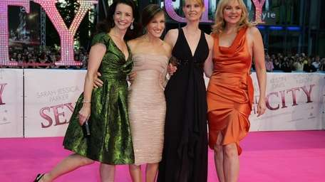 Kristen Davis (left) with Sarah Jessica Parker, Cynthia