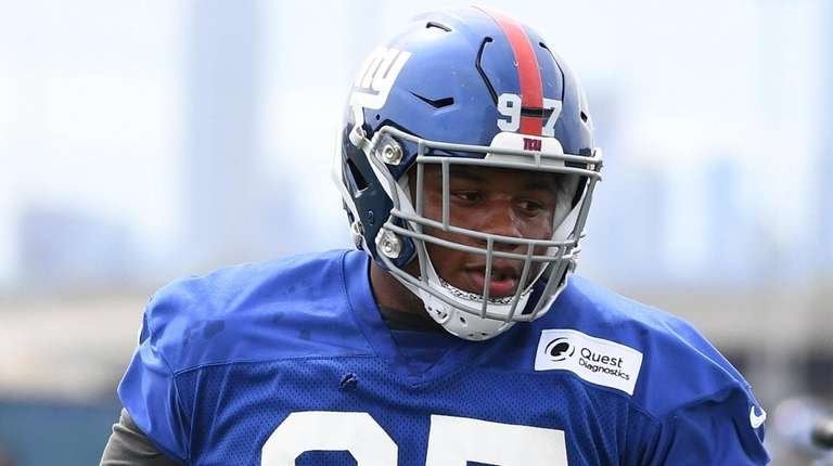 Giants defensive tackle Dexter Lawrence participates in a