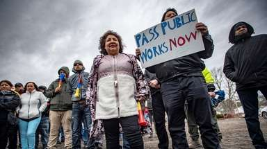 Unionized construction workers and their supporters rally on