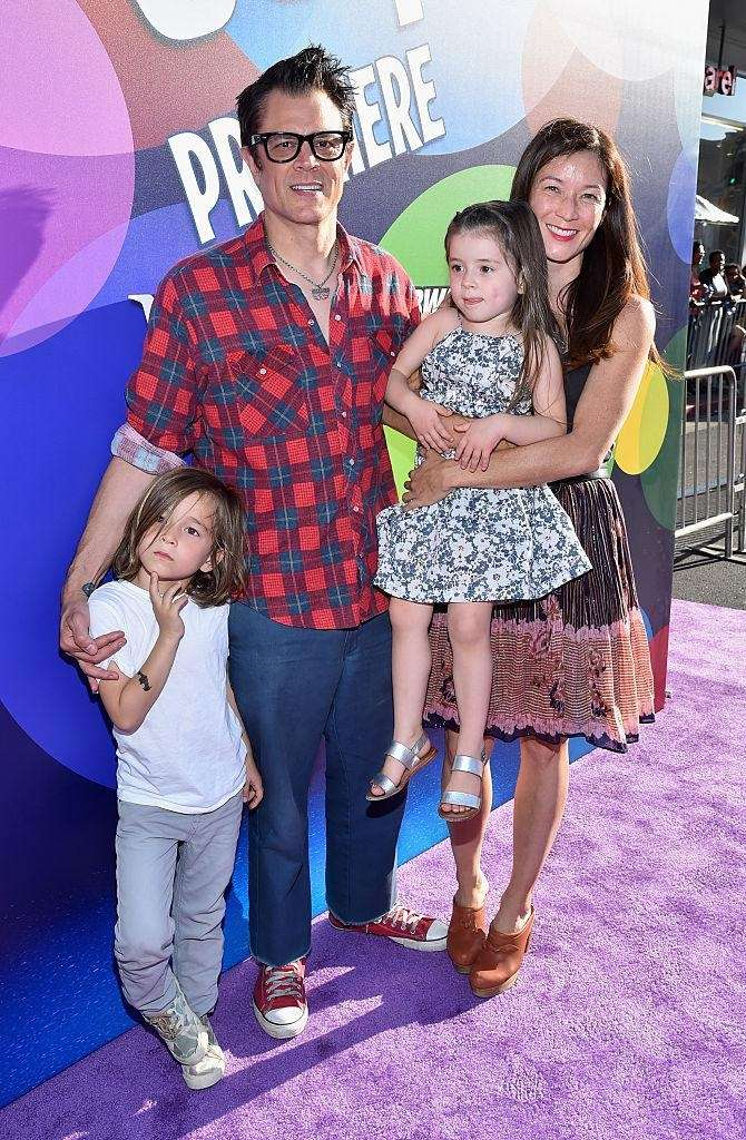 Parents: Johnny Knoxville and Naomi Nelson Children: Arlo,