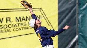 Massapequa's Wade Kelly makes the play in the