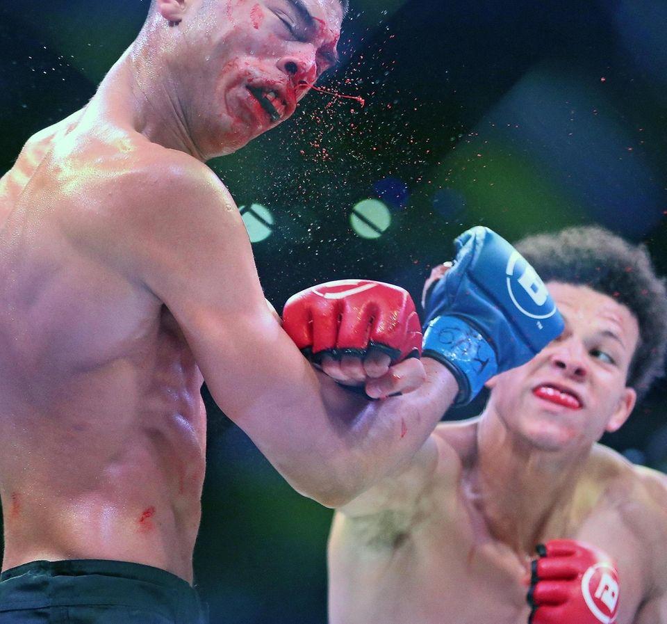 """Mike """"The Savage"""" Kimbel (right) defeated Sebastian """"El"""