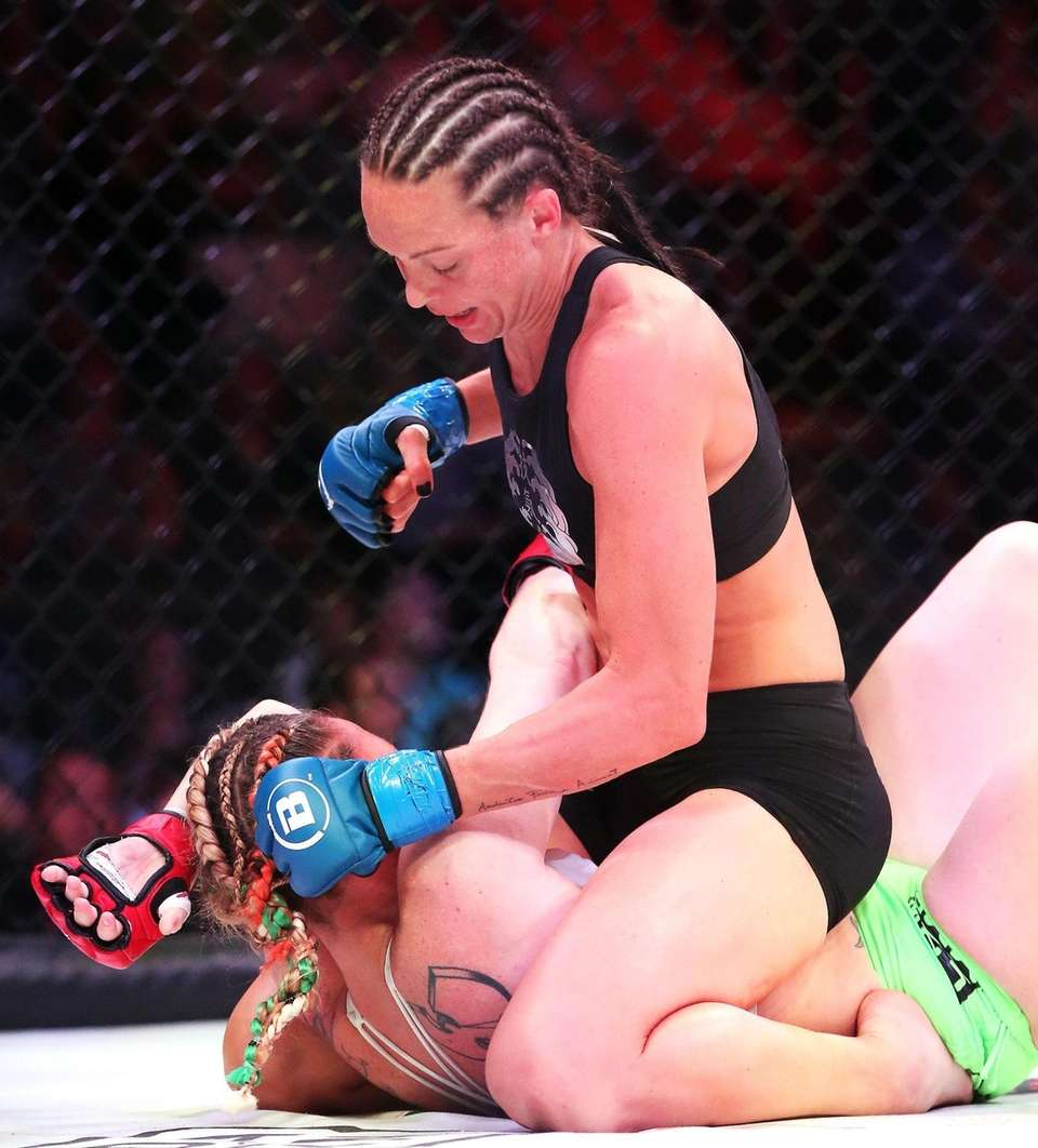 Women's Flyweight Taylor Turner (top) defeated Heather Hardy