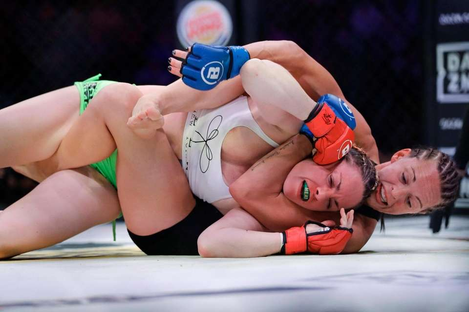 Taylor Turner, right, works against Heather Hardy during