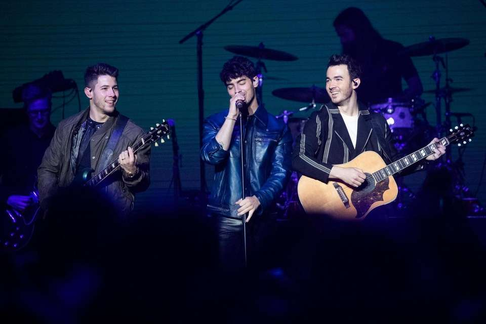 The Jonas Brothers takes the stage at BLI
