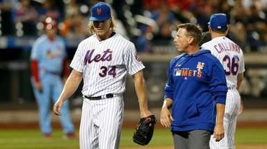 Noah Syndergaard of the Mets leaves a game